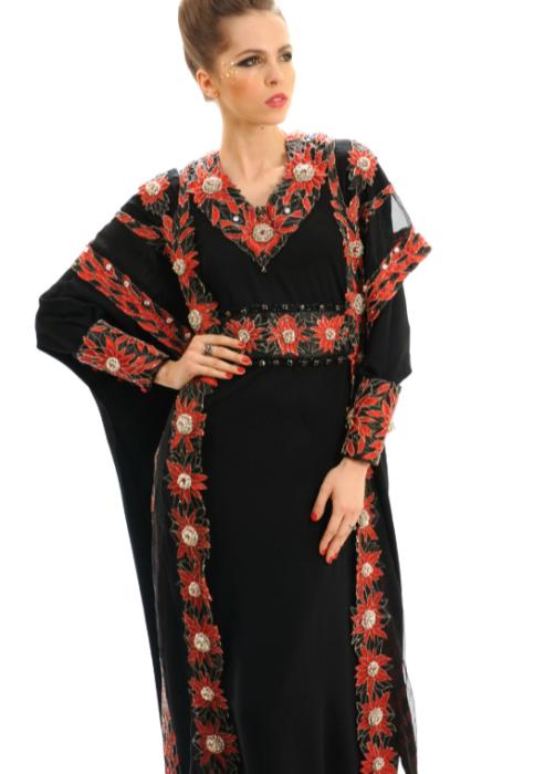Черное платье от британского дизайнера Дебби Вингхем расшито золотыми нитями и украшено 2000 бриллиантов, белого, черного и редчайшего красного цвета.