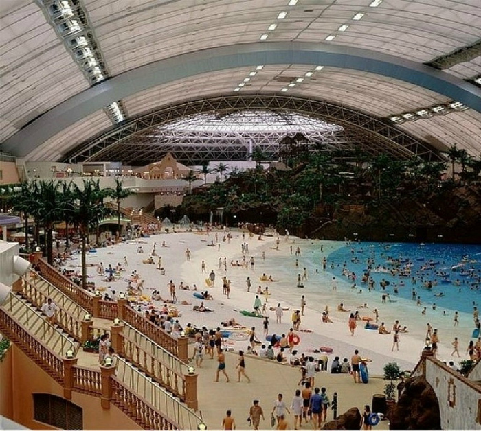 Гигантский крытый аквапарк. | Фото: Onedio.