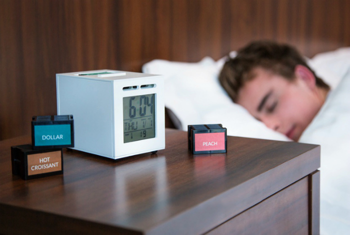 Электронный будильник, ароматизирующий воздух.