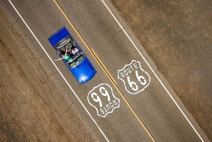 Кабриолет на трассе 66.