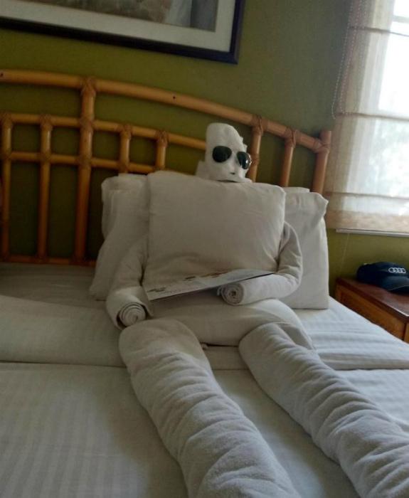 Странная скульптура из полотенца. | Фото: Viral Feels.