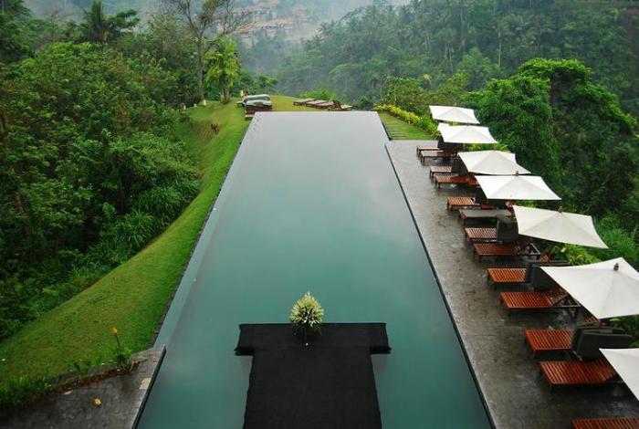 Бесконечный бассейн отеля «Alila Ubud Hotel».