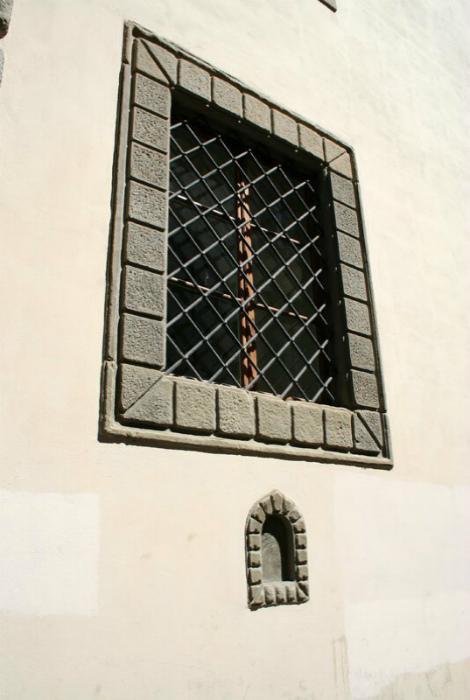 «Винные» окна, Флоренция. | Фото: Joe Monster.