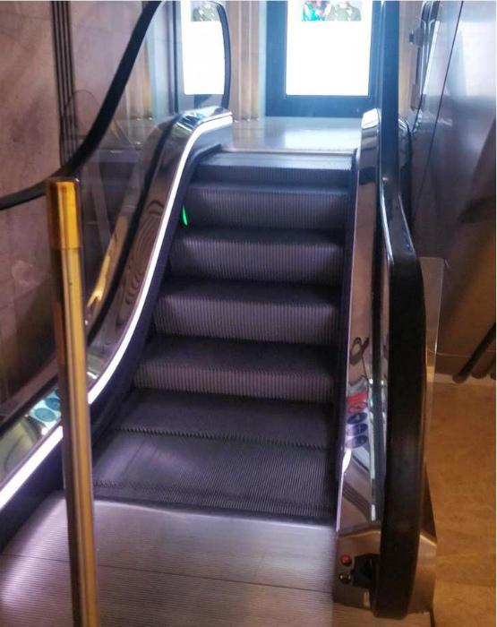 Эскалатор в Лондоне больше похож на «пробник». | Фото: Happy Worthy Life.