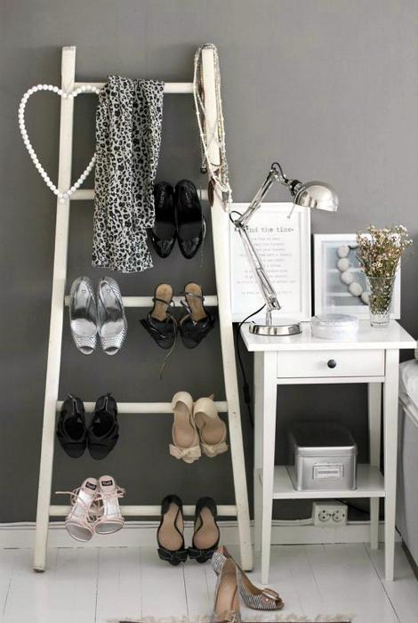 Хранение обуви на лестнице. | Фото: Цепляет с первых строк.