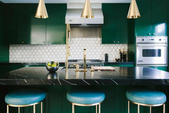 Просторная кухня в стиле модерн.