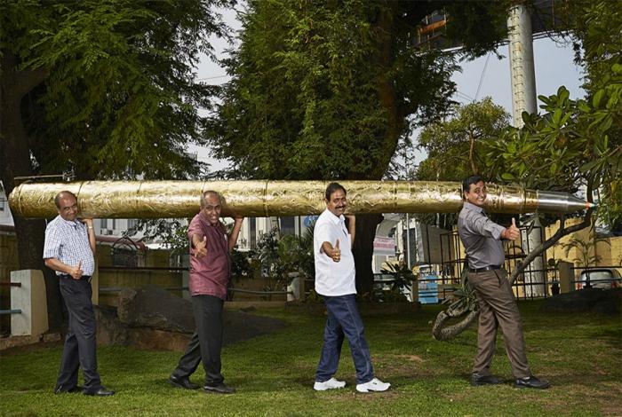 Шариковая ручка длинной 5,5 метров и весом около 37 кг.