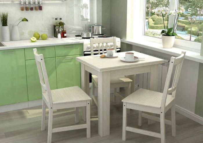 Массивные стулья на кухне. | Фото: СтройСМИ.