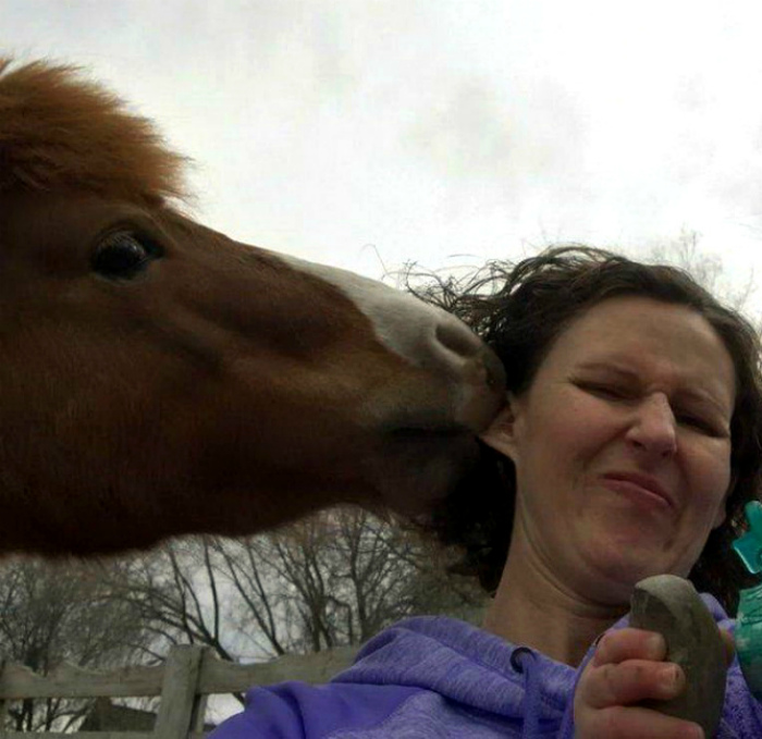 «Вас когда-то целовала лошадь?»   Фото: Pressa.tv.
