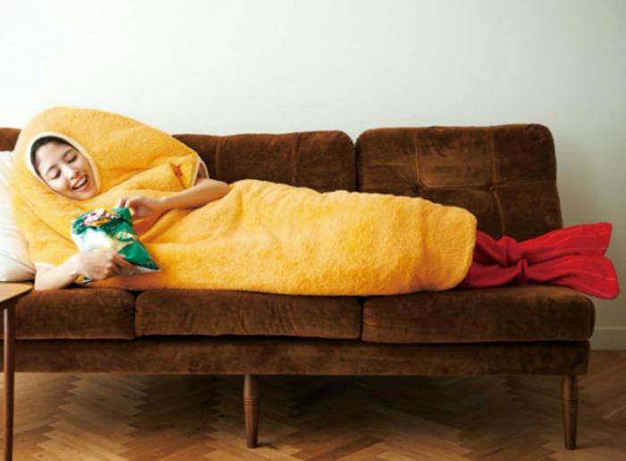 Пижама в виде креветки.