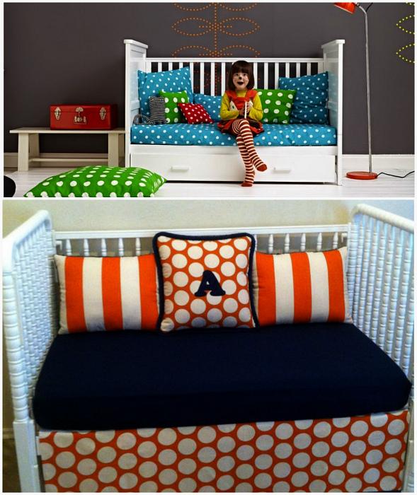 Уютный диванчик из детской кроватки.