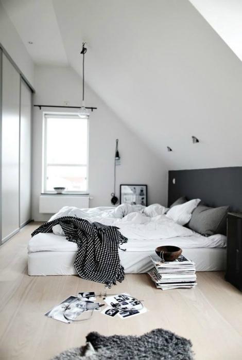 Спальня в холодных тонах.