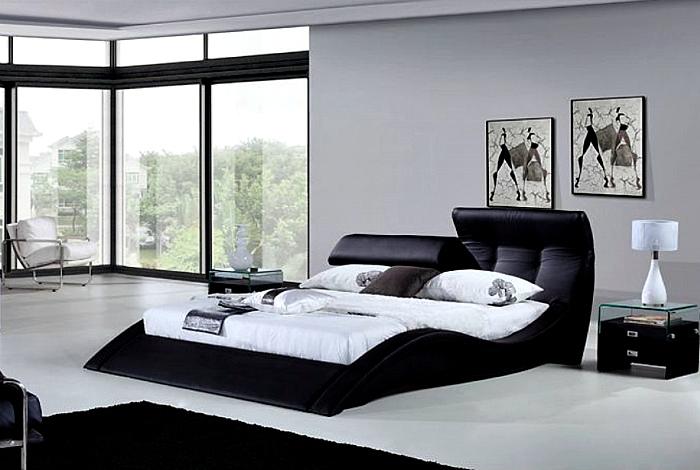Выгнутая двуспальная кровать.