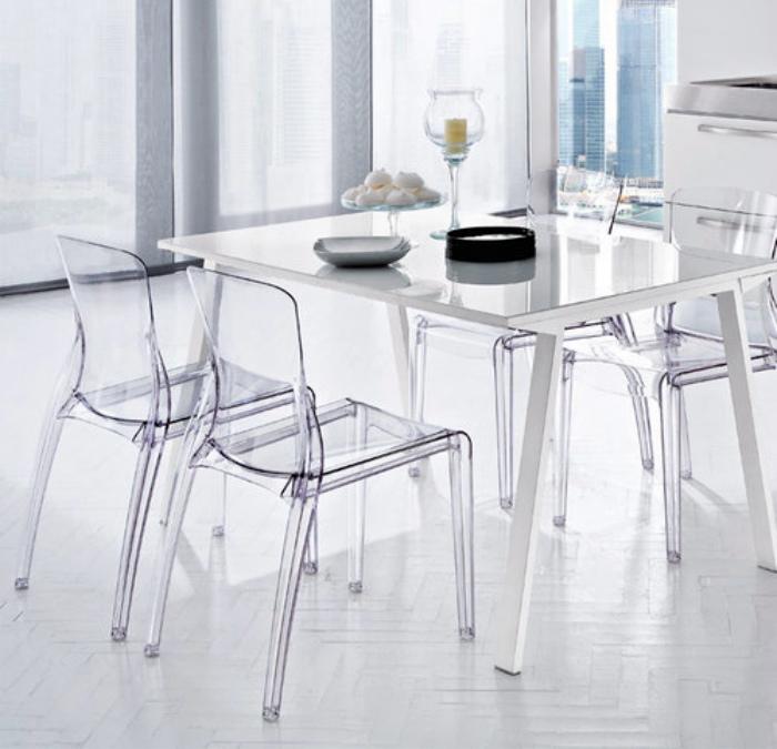 Пластиковая мебель для дома. | Фото: полезные советы.