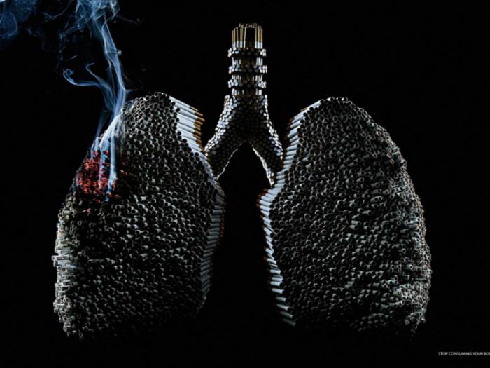 Легкие курильщика со стажем напоминают множество черных сигарет.