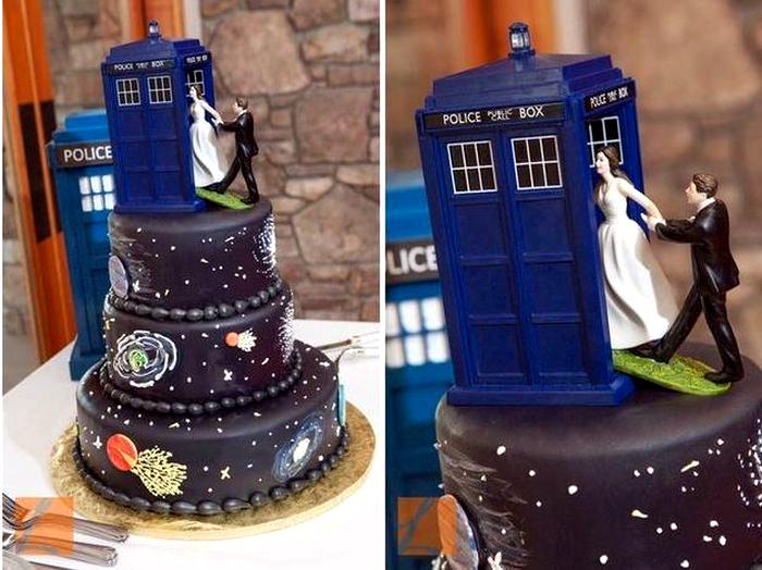 Свадебный торт по мотивам сериала «Доктор Кто».