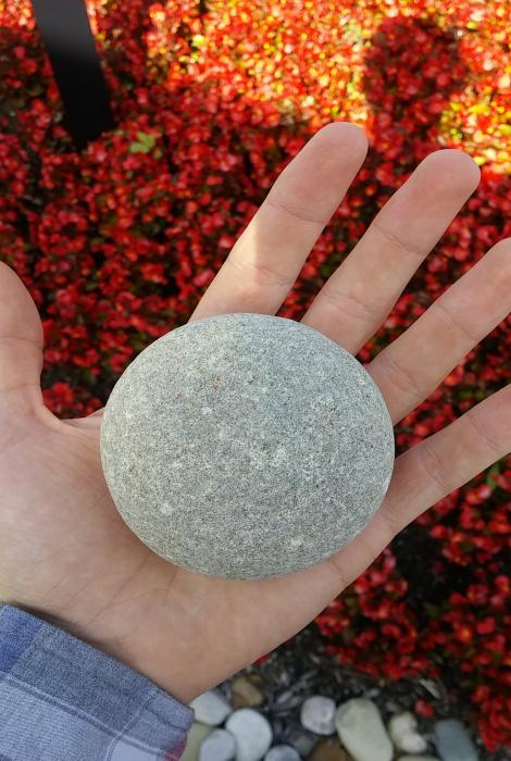 Камень идеальной формы.