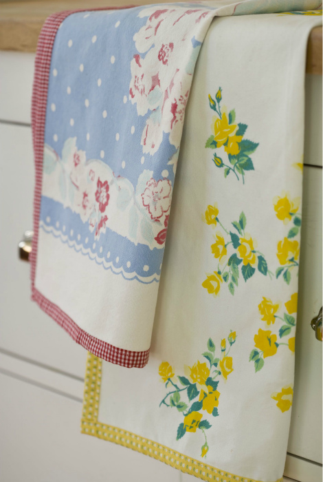 Маленькие кухонные полотенца и прихватки. | Фото: Pinterest.