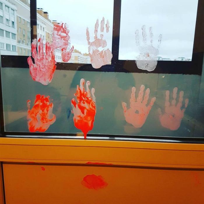 Пугающее отпечатки на стекле.
