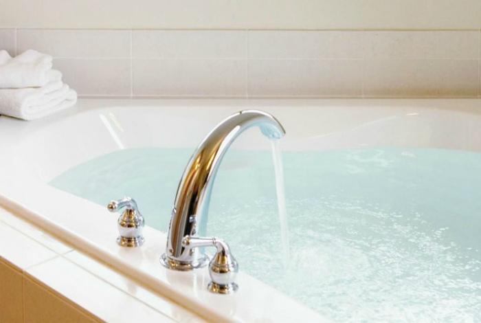 Грамотное обращение с ванной. | Фото: Новое дело.