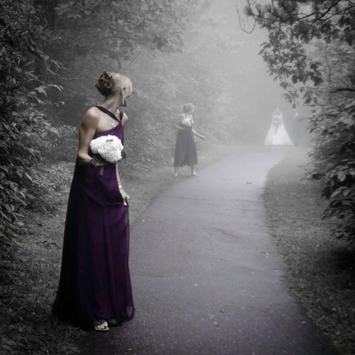 Кто бы мог подумать, что свадебный снимок может быть таким пугающим!