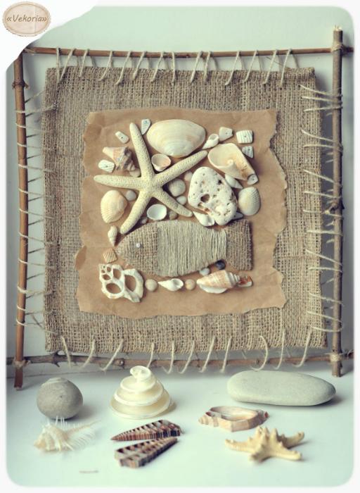 Стильное панно из мешковины, дерева и ракушек.