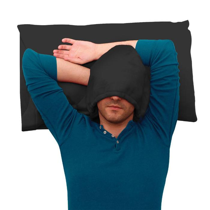 Потрясающая подушка из темного материала, со специальным отсеком для головы.