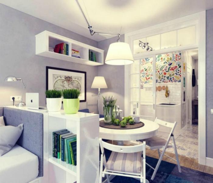Обеденная зона в маленькой комнате.