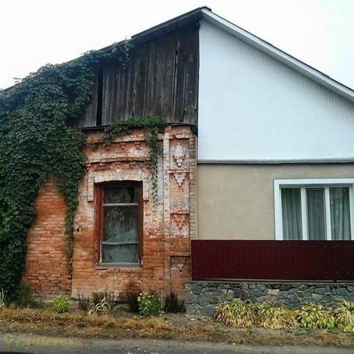 Такие разные половинки одного дома.