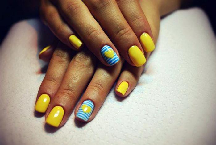 Желто-голубой дизайн.