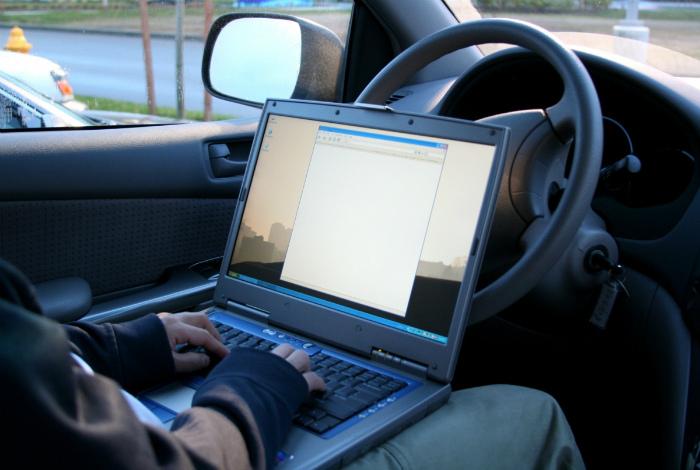 Телефоны, ноутбуки, планшеты и прочая электроника.