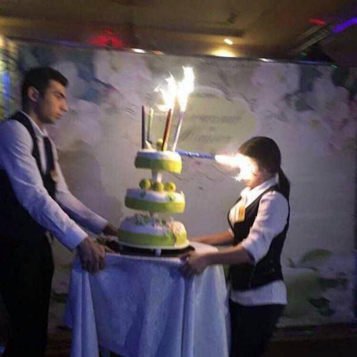 Novate.ru предупреждает, свечи могут быть очень коварны! | Фото: KLYKER.COM.