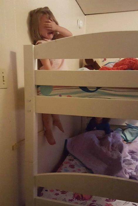Даже у детей бывают тяжелые дни. | Фото: Приколы на Досенг.