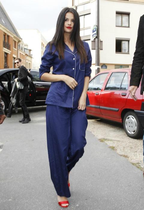 Одежда в пижамном стиле. | Фото: VietTimes.