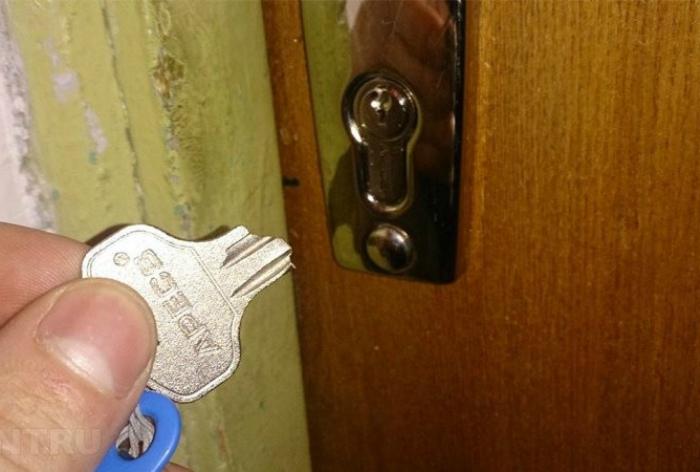 Сломанный дверной замок. | Фото: Постила.