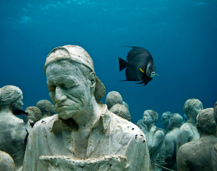 Подводный музей в Национальном парке Канкуна.