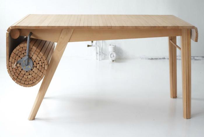 Стол с регулируемой столешницей. | Фото: Лайфхакер.