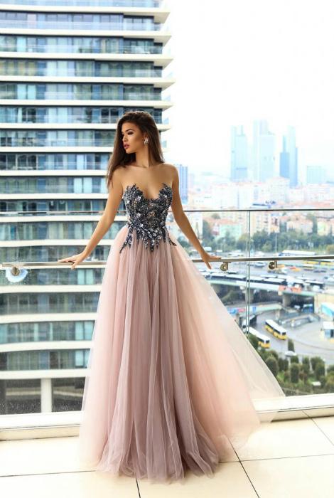 Платье с кружевным корсетом.