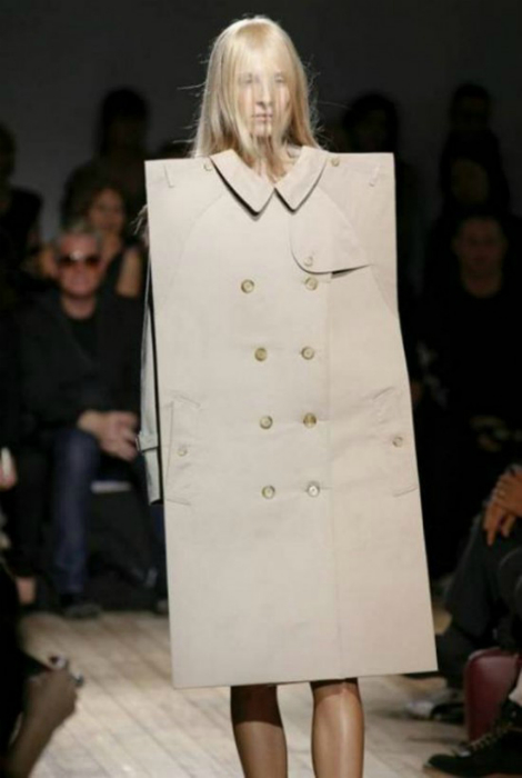 Пальто необычной формы.