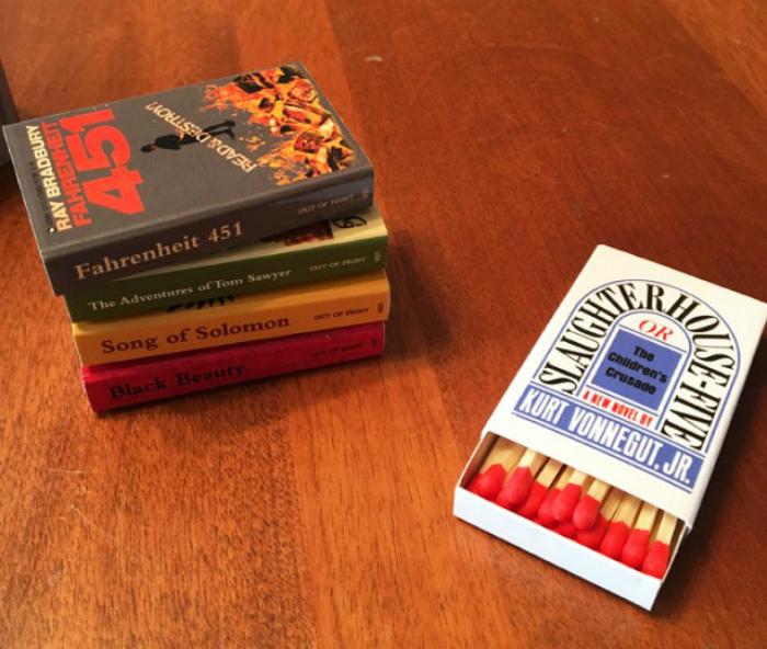 Спичечные коробки в виде книг. | Фото: Yaplakal.com.