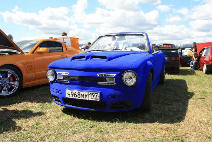 Превращение старого Запорожца в потрясающий синий кабриолет.