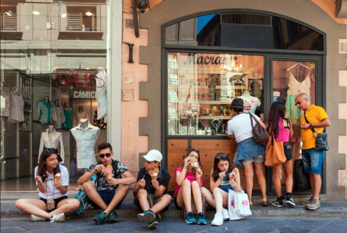 Запрет на еду и питье на улицах Флоренции. | Фото: RadioVan.