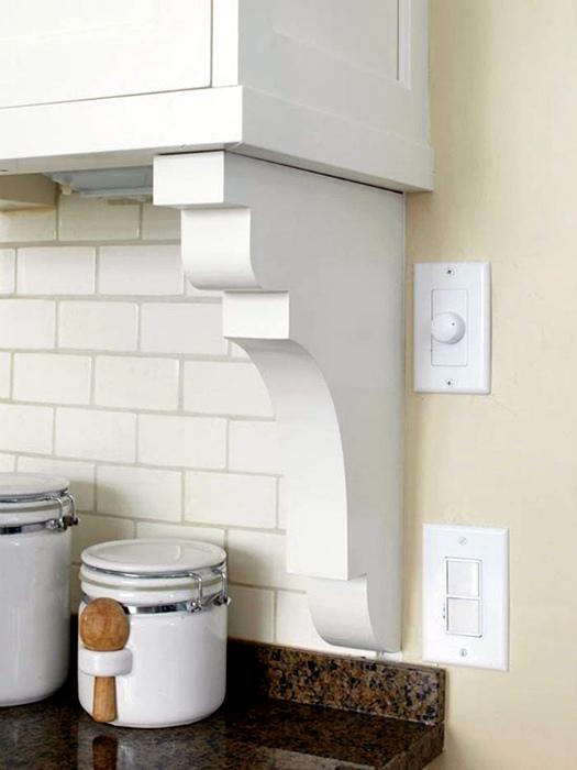 Фигурные кронштейны в интерьере кухни.