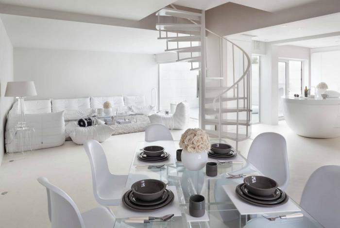 Дом, оформленный исключительно в белых тонах.