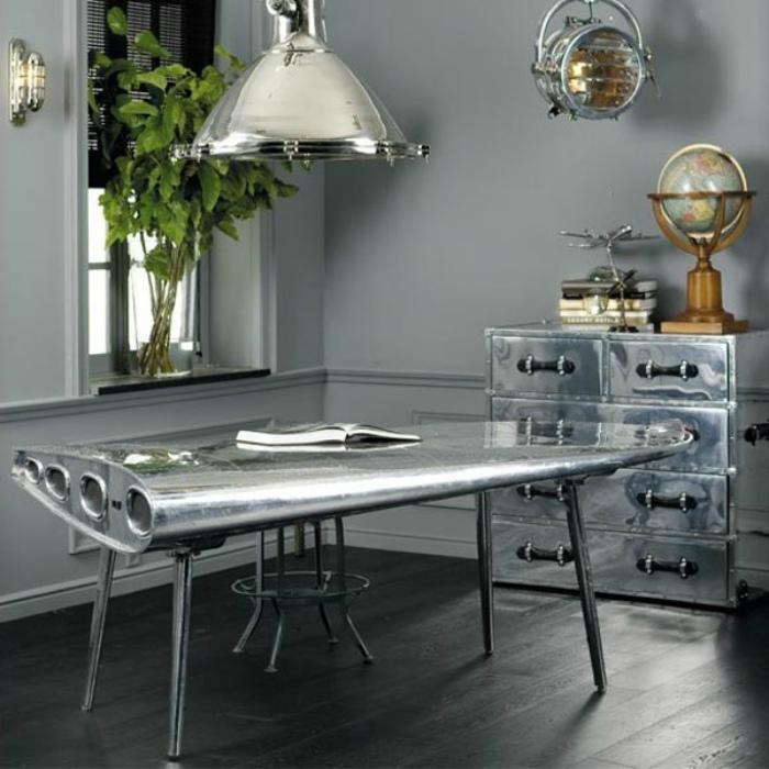 Необычный дизайн обеденного стола.