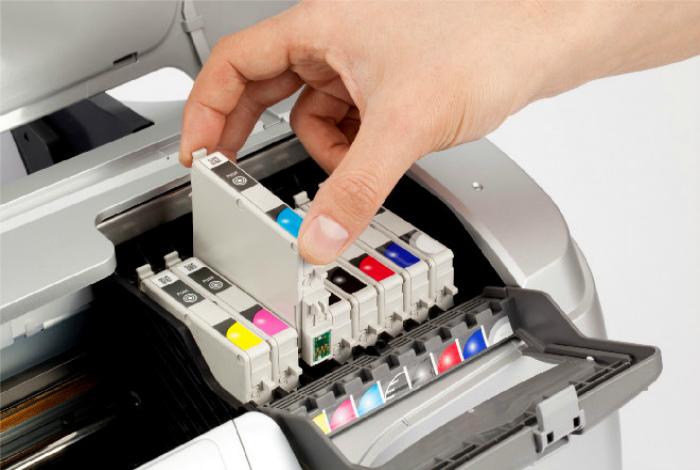 Чернила, картриджи и заправка принтера. | Фото: printeros.ru.
