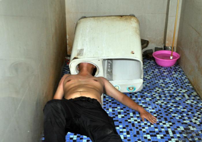 Китаец в стиральной машине.