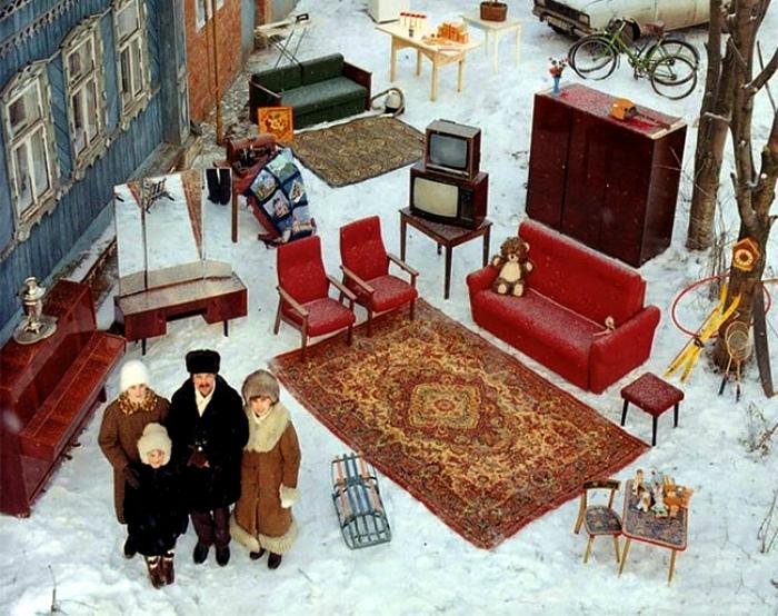 Атмосферный дворик с ковром.