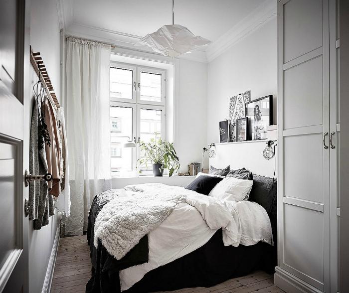 Маленькая спальня в белом цвете.