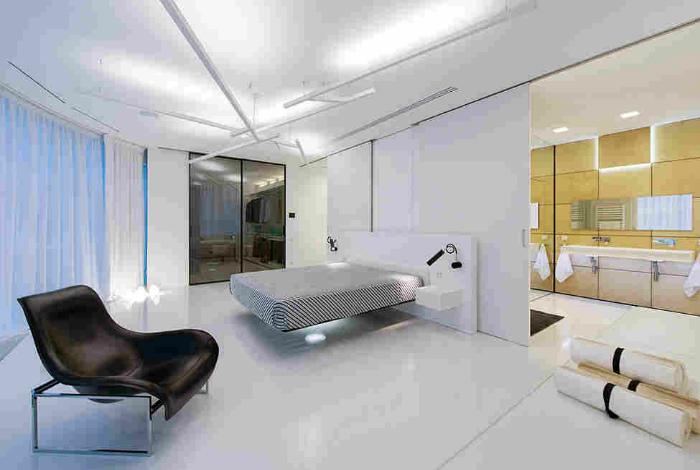 Светлая спальня в стиле хай тек.